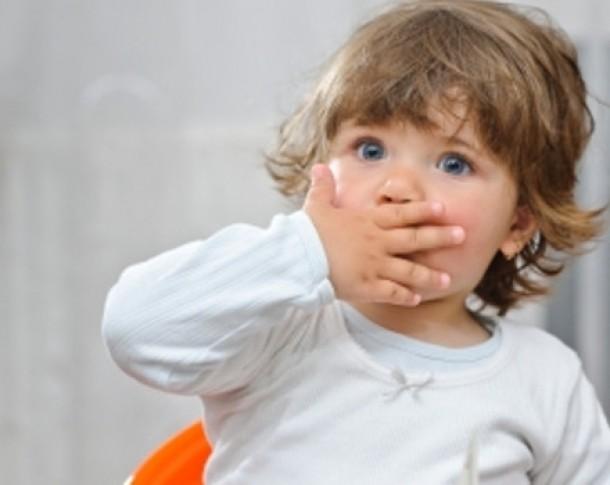 De ce îi miroase urât gura copilului