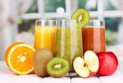 detoxifiere cu sucuri de fructe